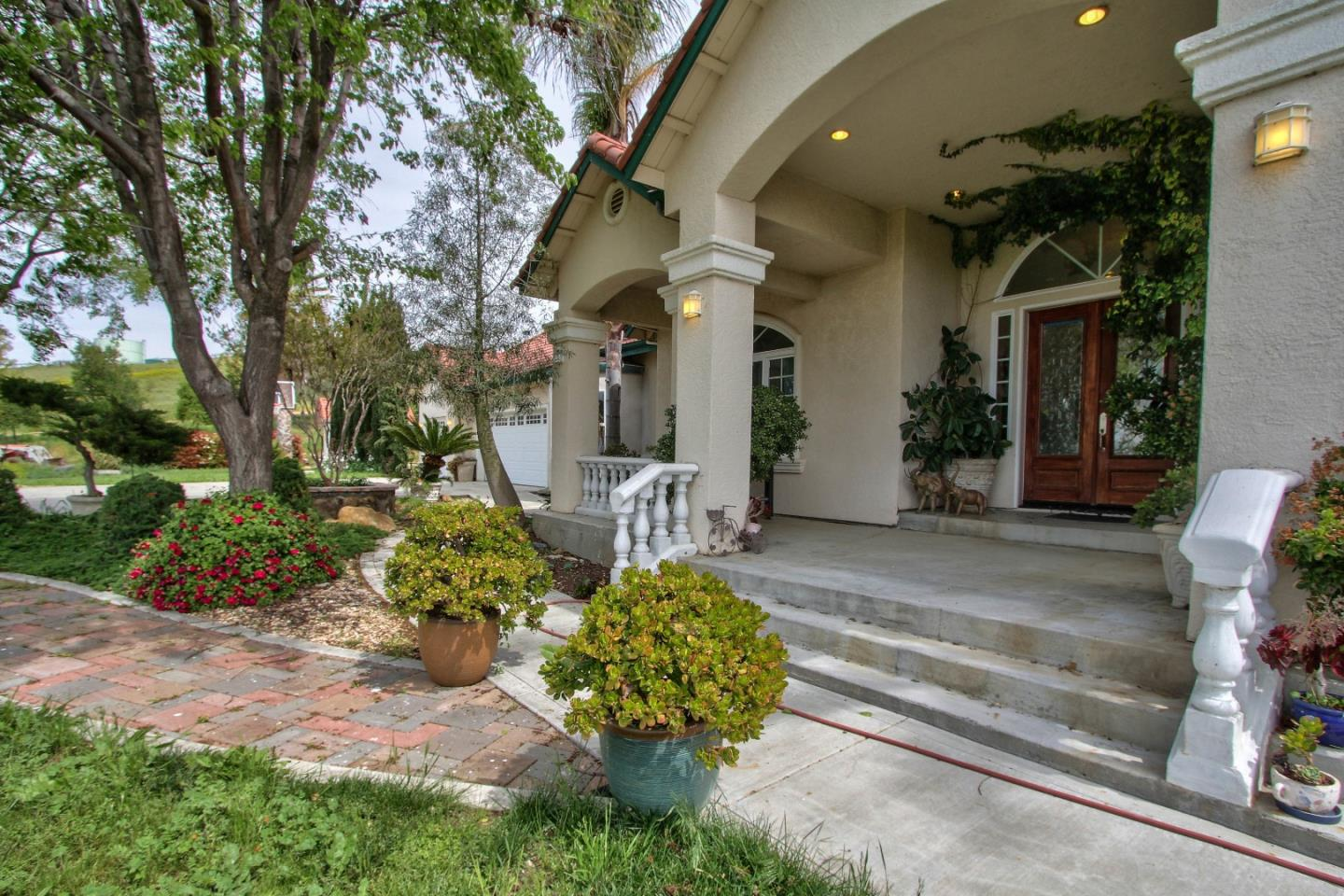 Additional photo for property listing at 845 Foxhill Circle  Hollister, Калифорния 95023 Соединенные Штаты