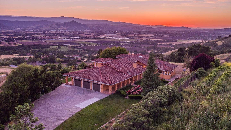 Maison unifamiliale pour l Vente à 3055 Paseo Vista Avenue San Martin, Californie 95046 États-Unis