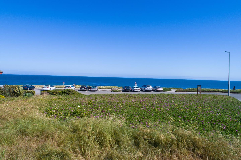 Additional photo for property listing at West Cliff Drive  Santa Cruz, California 95060 Estados Unidos