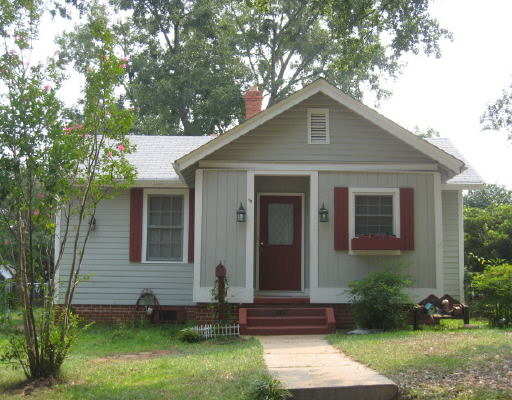 Photo of home for sale at 423 E St, Thomaston GA