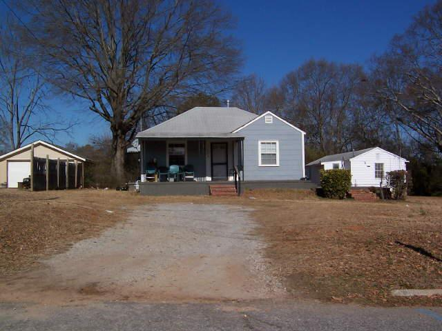 Photo of home for sale at 243 Spring St, Griffin GA