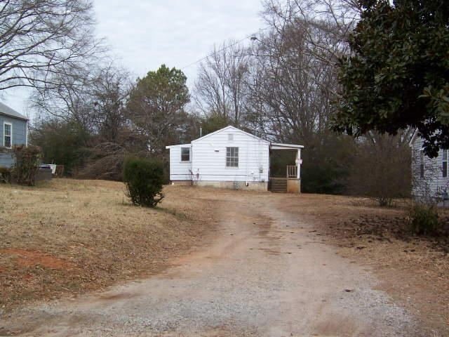 Photo of home for sale at 245 Spring St, Griffin GA