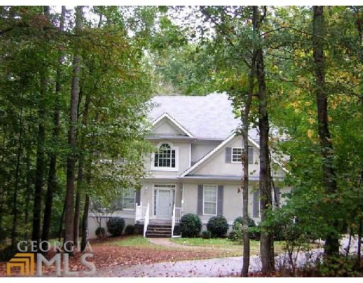 Photo of home for sale at 345 Royal Ridge Way, Fayetteville GA